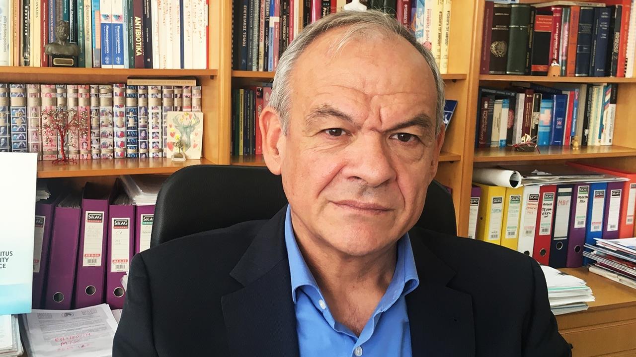 Καθηγητής Μανωλόπουλος για το εμβόλιο της AstraZeneca: Να κάνουμε ό,τι η Γερμανία