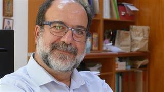 Καθηγητής Χατζηχριστοδούλου: Τέλος τον Ιούλιο οι περιορισμοί στους εμβολιασμένους